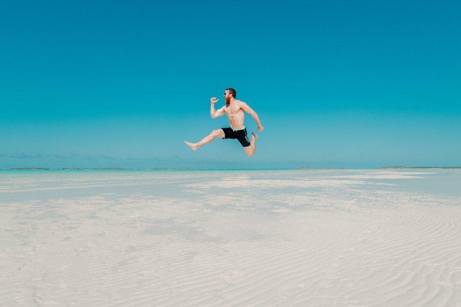 8 Ressourcen, die dich auch im Urlaub und auf Reisen fit halten!